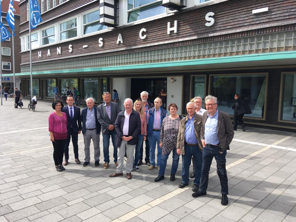 Das Bild zeigt von links: Doris Bußmann, stellv. Referatsleiterin, Stadtrat Dr. Christopher Schmitt und die Mitglieder der CDU